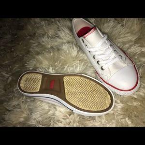 NEW Levi's woman's canvas shoe